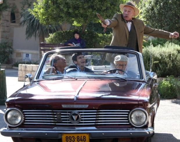 פטריק סטיוארט, מוני מושונוב, ששון גבאי, וגיל בלנק הולכים לצוד פילים.
