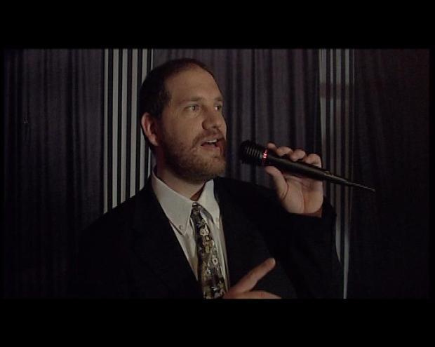 """תצבע את הוילון באדום, ותיקח אותו ל""""טווין פיקס"""". מתוך """"קריוקי עם פרנק סינטרה"""""""
