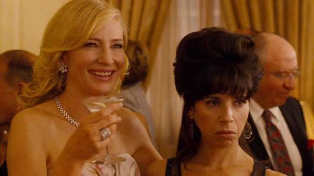 """קייט בלאנשט (יסמין, משמאל) וסאלי הוקינס (ג'ינג'ר אחותה, ימין) ב""""יסמין הכחולה"""""""