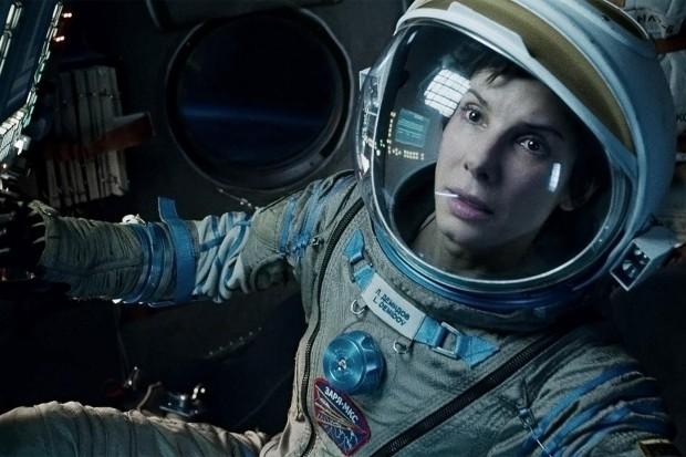 """סנדרה בולוק בחלל. מתוך """"כוח משיכה""""."""