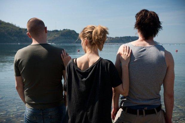 """3 חברים יוצאים לדרך. בים בם בום. מתוך """"טיול"""""""