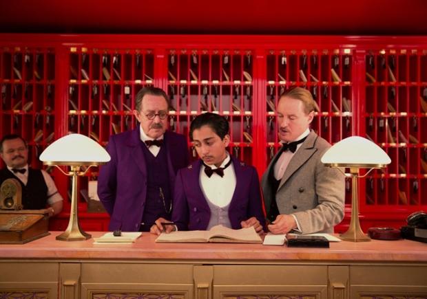 """צבעוני, משונה, מוזר, מוגזם, מתפנק מדי. """"מלון גרנד בודפסט"""""""