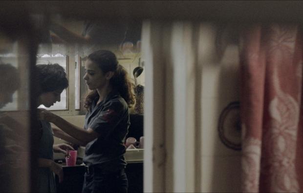 """סרט דחוס. לירון בן שלוש מטפלת בדאנה איבגי ב""""את לי לילה"""""""