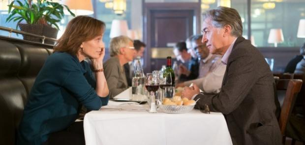 קריסטין סקוט תומס ורישאר ברי במסעדה עשירה לפני החורף