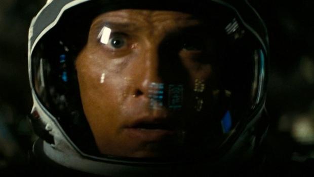 """מת'יו מקונוהי מחפש פתרונות לאנושות בחלל. """"בין כוכבים"""""""